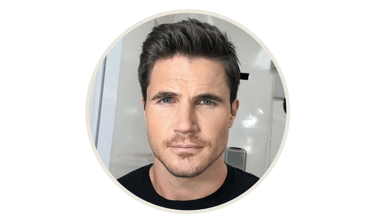 Robbie Amell 2